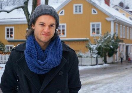 Im schwedischen Winter: Manuel Engel posiert in Växjö. (Bild: rek)