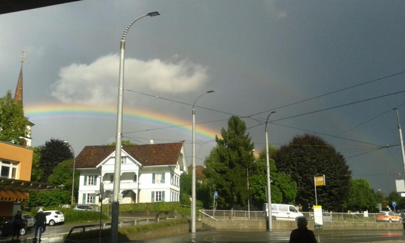 Der doppelte Regenbogen war vom Bahnhof Worb aus gut zu sehen (Bild: Isabelle Berger)