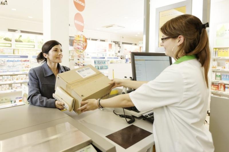 An einer solchen Theke in der Drogerie Fehr werden die Kundinnen und Kunden inskünftig ihre Postgeschäfte erledigen können. (Symbolbild: zvg)