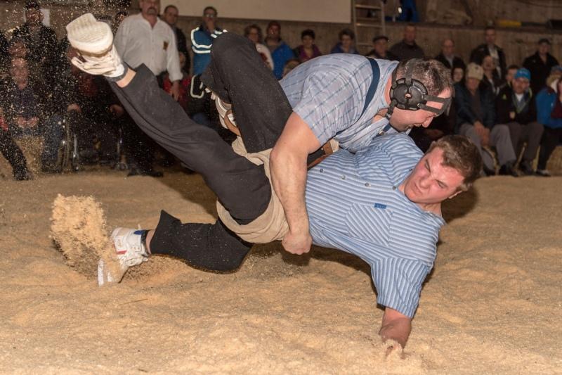 Thomas Sempach gewinnt im Schlussgang gegen John Grossen. (Bild: Rolf Eicher/Eicherdigital)