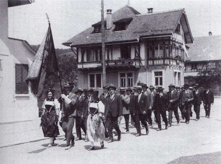 Da hatte der Chor schon eine lange Tradition: Der Männerchor Arni am Sängertag in Biglen am 21. Mai 1933. (Bild: zvg)